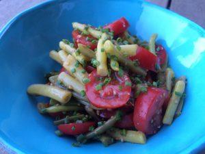 Servierfertiger Bohnen und Tomatensalat