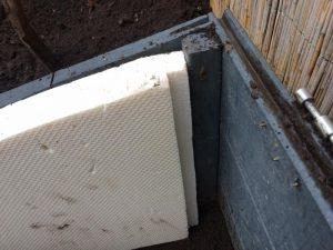 Beheiztes Frühbeet Isolierung der Seitenwand mit Styrodur Platte